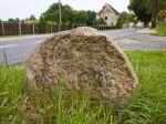 ???: An der Weggabelung Świbna - Jabłoniec (Zwippendorf-Gablenz) steht ein steinerner Wegweiser aus dem Jahre 1831
